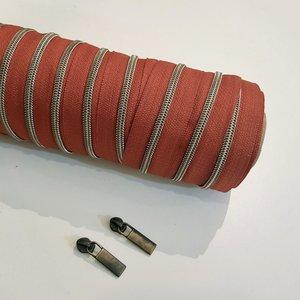 Rits roest/terracotta met antiek messing tandjes 4 mm